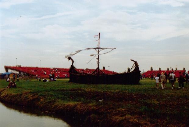 Now that's a Viking Longship!